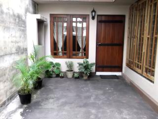 Luxury Furnished A/C Bedroom with attached Bathroom and Pantry - Nugegoda vacation rentals