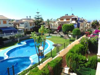 2 bedroom condo, 5 min to the beach, ideal for family, free WIFI - Torrevieja vacation rentals