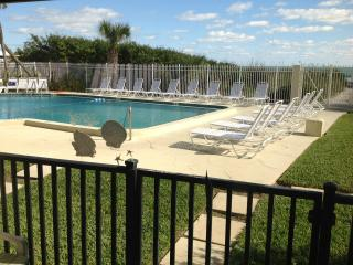2 bedroom Condo with Internet Access in Cocoa Beach - Cocoa Beach vacation rentals