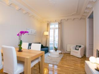 Fantastic 2 Bedroom Apartment Sagrada Familia (Eix - Barcelona vacation rentals