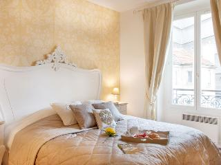 APR DEAL * Elegant Apt and Neighborhood, Champs El - Paris vacation rentals