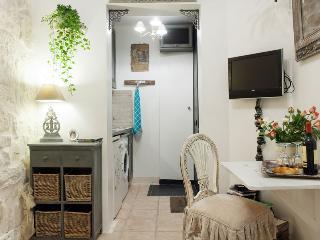 Cute Classic Studio Near Market Street, Paris - Paris vacation rentals