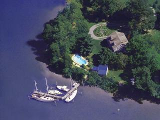 St. Michaels award-winning waterfront BayCottage, pool, docks, sundeck, grounds - Saint Michaels vacation rentals