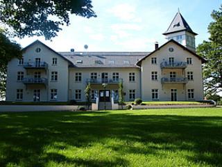 Schlossansicht - Jagdschloss zu Hohen Niendorf an der Ostsee bei Kühlungsborn - Bastorf - rentals