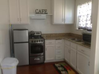 One bedroom just remodeled in  a safe neighborhood - Santa Monica vacation rentals