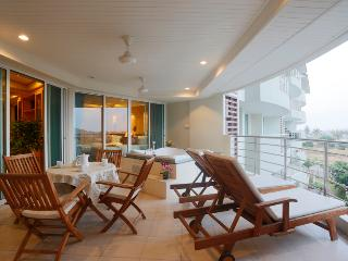 3 bedroom condo with private jakuzzi on the balcony - Hua Hin vacation rentals