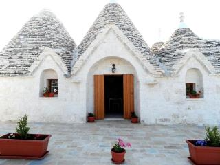 Trullo del mirto, With Pool in a panoramic area a few kilometers from the sea - Monopoli vacation rentals