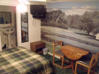 Nice B&B with Deck and Internet Access - Marathon vacation rentals