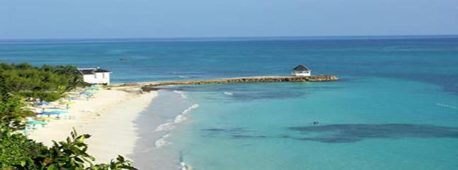 BEACH 5 MINUTES! POOL! STAFF! Pineapple II - 2 BR - Image 1 - Duncans - rentals