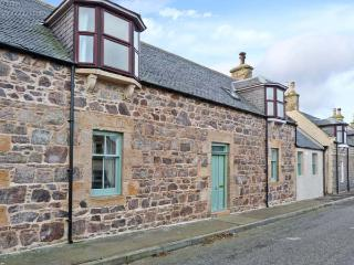 SEASPRAY, former fisherman's cottage, woodburner, modern and character features, close to beach, in Portknockie, Ref 22242 - Portknockie vacation rentals