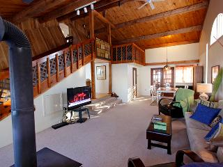 Cozy Cottage with Porch and DVD Player - Sundridge vacation rentals