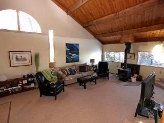 Cozy Cottage with Dishwasher and Kettle - Sundridge vacation rentals