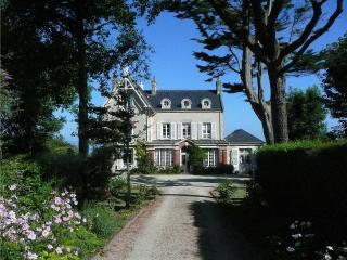 Le Haut Fossé - magnificent 19th century Normandy villa with garden and direct access to the beach - Manche vacation rentals
