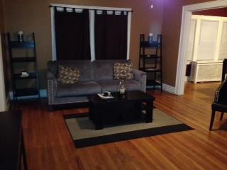 Large 2 bedroom apt in NYC suburb for Super Bowl - Mount Vernon vacation rentals