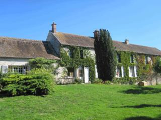 Idyllic guesthouse near Paris for up to 30 people - Fontainebleau vacation rentals