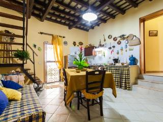 Lovely 4 bedroom Bed and Breakfast in Custonaci - Custonaci vacation rentals