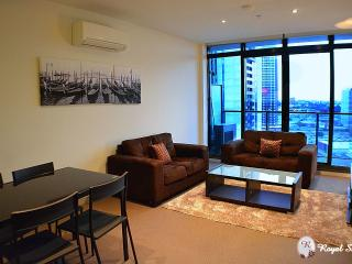 Cozy 2 bedroom South Melbourne Apartment with Internet Access - South Melbourne vacation rentals