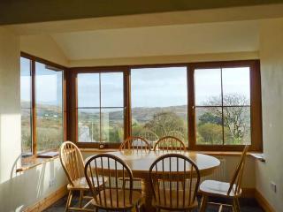 GALLIVANS, luxury detached cottage, en-suites, open fire, sea views, beach close by, near Caherdaniel, Ref 19663 Ref 19663 - Caherdaniel vacation rentals