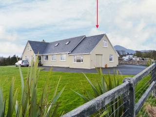 CARROWCALLY HOUSE, cosy property with views over tidal inlet, flexible accommodation, near Westport, Ref 903450 - Achill Island vacation rentals