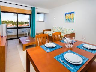 1 BEDROOM APARTMENT IN MAIN BLOCK FOR 4 ONLY 1.5 KM FROM THE BEACH IN A RESORT WITH SWIMMING POOLS, MINI MARKET AND SMALL SPA -  - Albufeira vacation rentals
