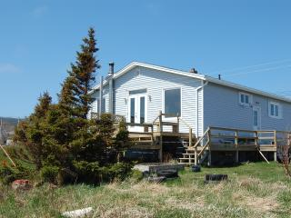 Comfortable 3 bedroom House in Pouch Cove - Pouch Cove vacation rentals