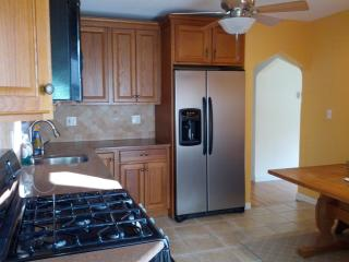 Cozy home to rent for Super Bowl - Garfield vacation rentals
