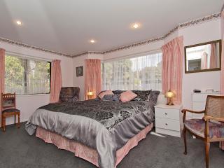 BEACHFRONT QUALITY B & B ACCOMMODATION - The Coromandel vacation rentals