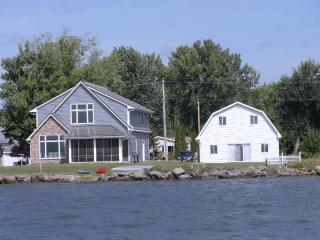 Lake Poygan Rental Cottage - County Hwy H, Tustin (Fremont) WI - Fremont vacation rentals
