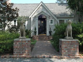 A Southern Gem, Nestled Behind the Magnolias! - Wilmington vacation rentals