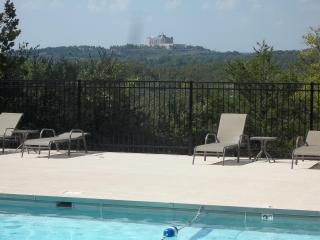 Taneycomo Lakeside-Tablerock Lake 1 Mile-Stunning - Branson vacation rentals