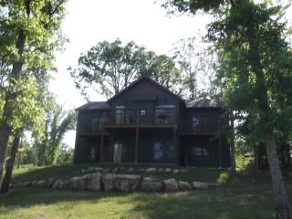 Trophy Run Resort Lakeside 4 Bedroom Elegant Cabin - Branson vacation rentals
