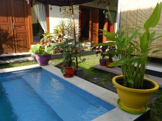 Villa Mavoa : your tranquil oasis in the heart of the Kerobokan action - West Sulawesi vacation rentals