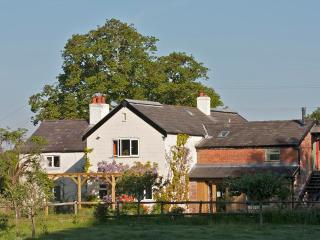 Yarrangall a farmhouse B&B in the Cheshire country - Cheshire vacation rentals