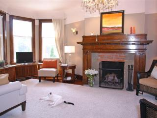 Toronto - Riverdale Character Home w/ Free WiFi & Free Parking - Toronto vacation rentals