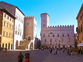 Stunning Todi Piazza Elegant Apartment - Todi vacation rentals