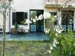 Cozy lovely apartment with spacious private garden - Nicolosi vacation rentals