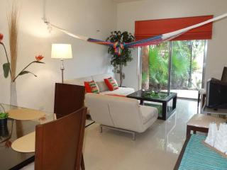 CASA ANA, 1 BR at COCO BEACH, best of both worlds - Playa del Carmen vacation rentals
