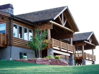 FREE NT! 5-Star Luxury Estate Near 3 Ntl' Parks - Long Valley Junction vacation rentals