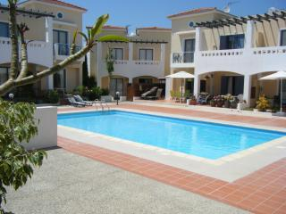 Heavenly 2 bed (sleeps 6) - lovely pool & nr beach - Paphos vacation rentals