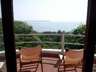 Villa Sea Breeze in Candolim - panoramic Sea View - Sinquerim vacation rentals