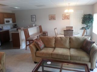 2BD/2BT -1200 Ft Condo in Salisbury , 30 miles from Charlotte - Salisbury vacation rentals