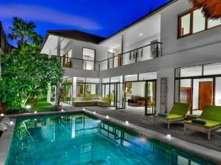 Villa Coco Bidadari Seminyak - 4 Bedroom large living area - Seminyak vacation rentals