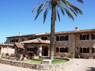 Elegant Villa with pool and tennis court in Mallorca - 25 minutes from Palma - Caimari vacation rentals