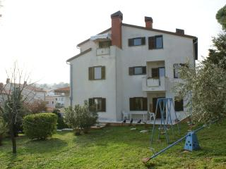 Apartment 10 min from the sea, free wi-fi, BBQ - Premantura vacation rentals