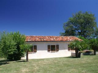 Nice Cottage with Deck and Internet Access - Escanecrabe vacation rentals