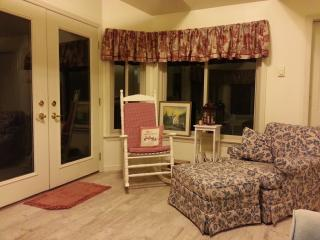 "Lititz,PA  Serenity Cottage, ""Coolest Small Town"" - Lititz vacation rentals"