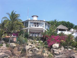 Mexican Oceanside villa with spectacular views - Pie de la Cuesta vacation rentals