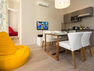 Nice Carré d'Or 2 room apartment All inclusive