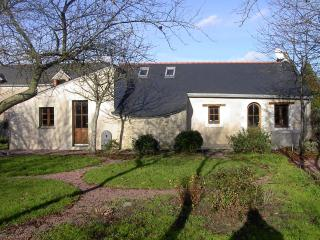 Comfortable 2 bedroom Western Loire Valley House with Internet Access - Western Loire Valley vacation rentals