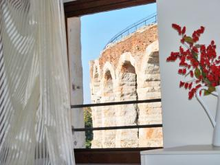 Charming 2 bedroom Verona Apartment with Internet Access - Verona vacation rentals